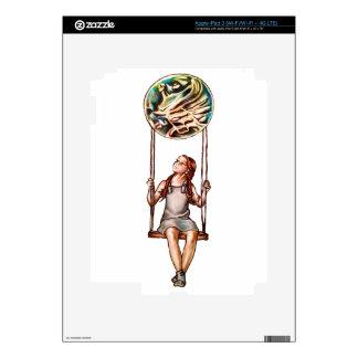 Chica joven caprichosa que balancea en orbe de la pegatinas skins para iPad 3