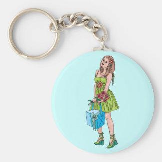 Chica joven con el regalo llavero redondo tipo pin