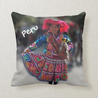 Chica joven de Inka en Arequipa Perú Almohada