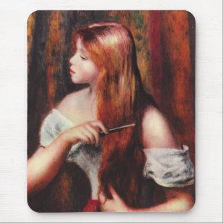 Chica joven de Renoir que peina su cojín de ratón Tapetes De Ratones