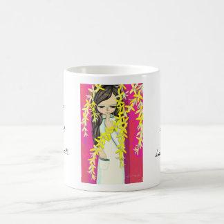 Chica joven del kawaii de la cortina de la flor de tazas