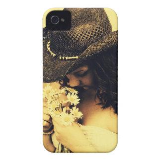 Chica joven del país con las margaritas carcasa para iPhone 4 de Case-Mate
