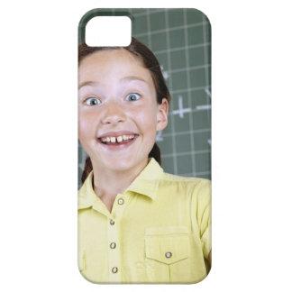 chica joven delante de la pizarra que tiene idea iPhone 5 funda