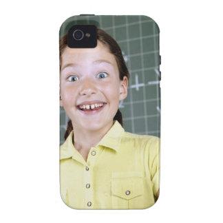 chica joven delante de la pizarra que tiene idea vibe iPhone 4 fundas