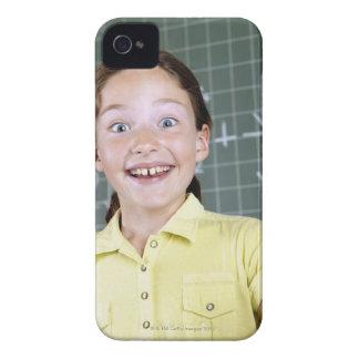 chica joven delante de la pizarra que tiene idea Case-Mate iPhone 4 cárcasas