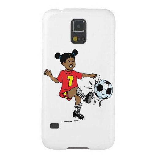 Chica joven que juega a fútbol carcasa de galaxy s5