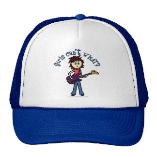 Chica ligero de la guitarra baja gorras