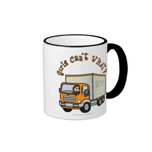 Chica ligero del camionero taza de dos colores