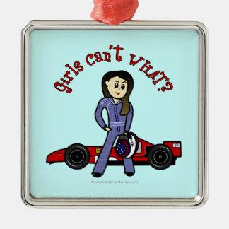 Chica ligero del conductor de coche de carreras adornos