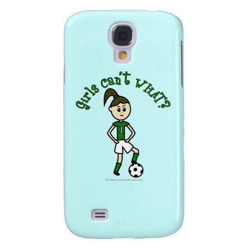 Chica ligero del fútbol en verde