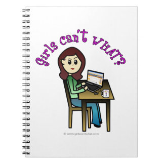 Chica ligero del ordenador libro de apuntes