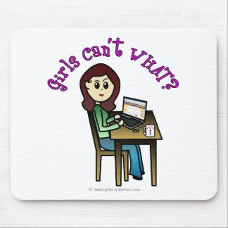 Chica ligero del ordenador alfombrilla de ratón