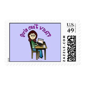 Chica ligero del ordenador timbre postal