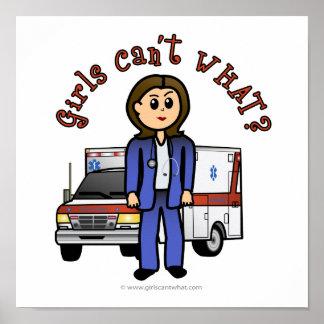 Chica ligero del paramédico póster