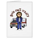 Chica ligero del paramédico tarjeta de felicitación
