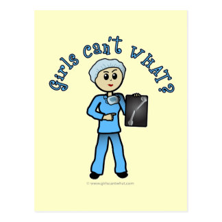 Chica ligero del tecnólogo de la radiografía tarjeta postal