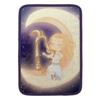 Chica lindo de Chibi que toca la arpa en la luna Fundas Para Macbook Air
