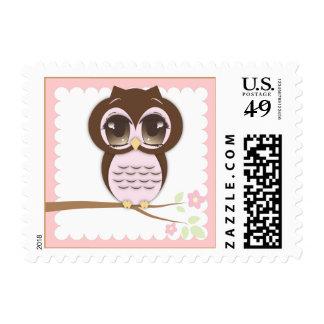 Chica lindo del búho del bebé en la sentada rosada sello