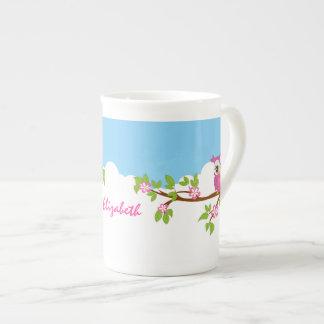 Chica lindo del búho en una taza de la porcelana taza de porcelana
