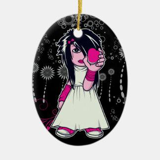 chica lindo del emo que lleva a cabo arte del adorno ovalado de cerámica