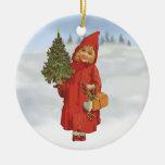 Chica lindo del navidad con el árbol de Navidad Ornamentos De Reyes Magos