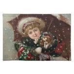 Chica lindo del navidad en nieve con el perro manteles individuales