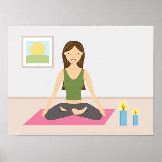 Chica lindo que hace yoga en un cuarto bonito póster