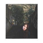 Chica medieval en las escaleras blocs de notas