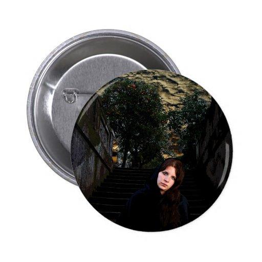 Chica medieval en las escaleras pins