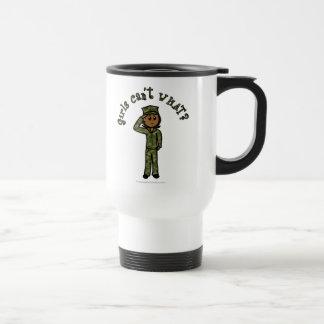 Chica militar - oscuridad taza de viaje de acero inoxidable