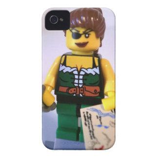 Chica Minifig del pirata con el mapa del tesoro iPhone 4 Case-Mate Fundas