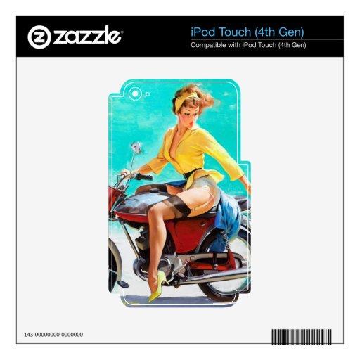 Chica modelo de Gil Elvgren del jinete de la motoc iPod Touch 4G Calcomanía