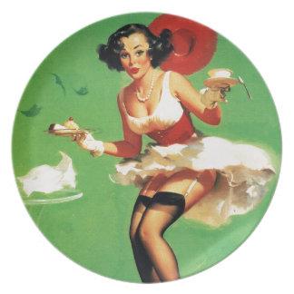 Chica modelo de Gil Elvgren del vintage del tiempo Platos