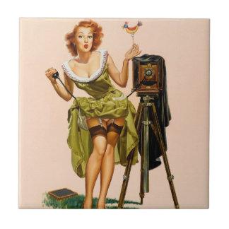 Chica modelo de la cámara del vintage azulejo cuadrado pequeño
