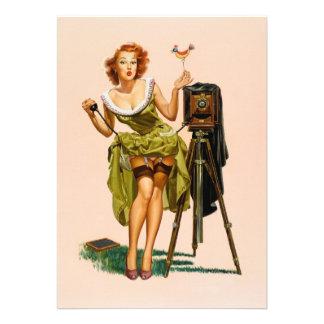 Chica modelo de la cámara del vintage invitacion personal