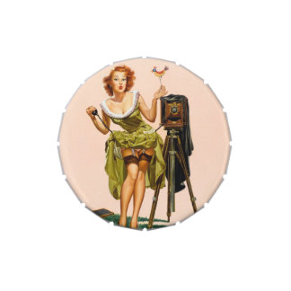 Chica modelo de la cámara del vintage latas de dulces