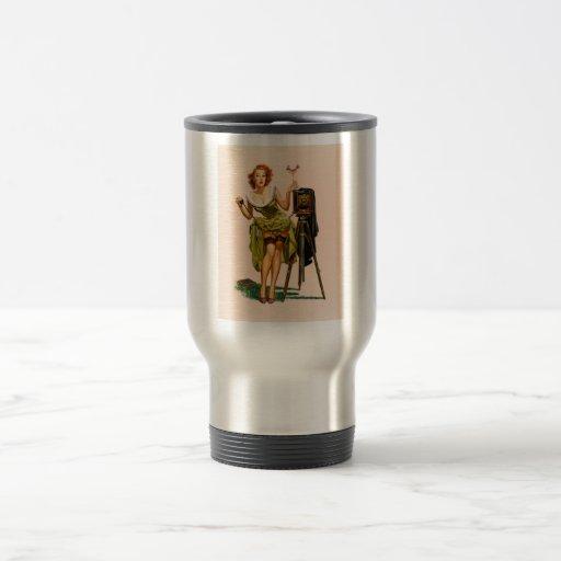 Chica modelo de la cámara del vintage taza