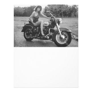 Chica modelo de la moto membrete