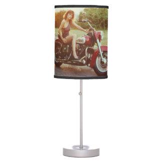 chica modelo de la motocicleta de los años 80 lámpara de mesa