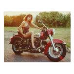 chica modelo de la motocicleta de los años 80 tarjeta postal