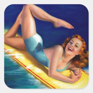 Chica modelo de la persona que practica surf retra pegatina cuadradas