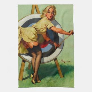 Chica modelo del tiro al arco de la blanco de Gil  Toalla De Cocina
