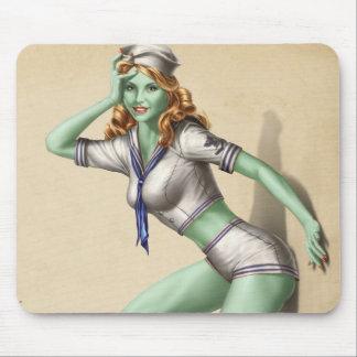 Chica modelo del zombi militar del vintage tapetes de ratón