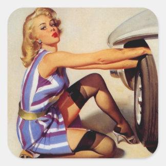Chica modelo retro del mecánico de coche de Gil El Calcomanía Cuadradas