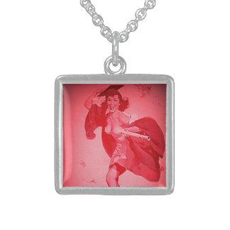 Chica modelo rosado graduado retro de Gil Elvgren  Colgante Cuadrado