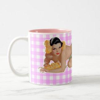 Chica modelo tazas de café