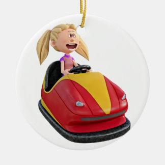 Chica n del dibujo animado un coche de parachoques adorno navideño redondo de cerámica