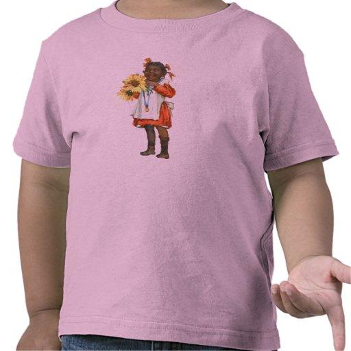 chica negro lindo del vintage pequeño con las flor camiseta