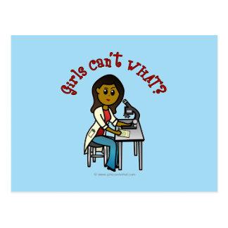 Chica oscuro del científico tarjetas postales