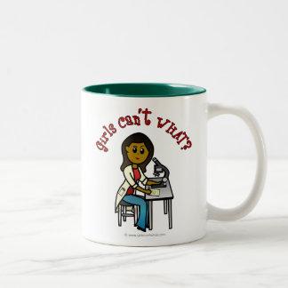 Chica oscuro del científico tazas